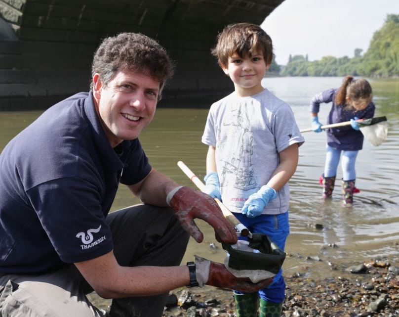 Chris Coode, deputy chief executive of Thames21, teaches a child about the river
